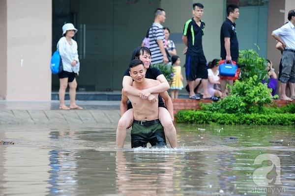 Chuyện của mùa mưa lũ lúc nào cũng thú vị và ngập tràn những cảnh tượng mà có đến trong mơ chắc nhiều người cũng không thể mường tượng ra. Ảnh: K.L