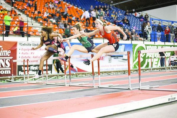 Trong cuộc thi đấu chạy vượt rào 400m, Shelby Erdahlđã vấp té ở rào thứ 2 và rách gót chân trái.