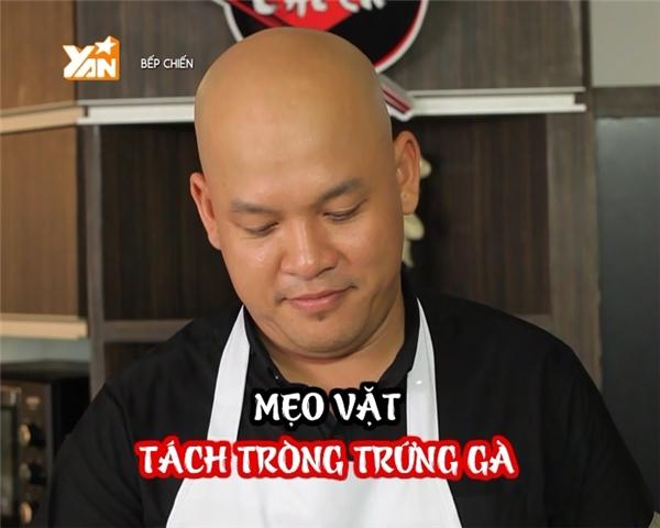 Ở tập này, Alan Nghĩa hướng dẫn mọi người cách tách lòng đỏ trứng gà.