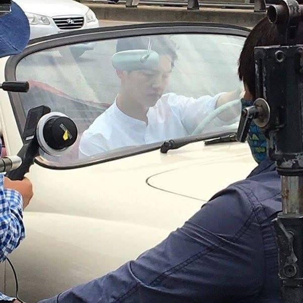 """Hình ảnh Song Joong Ki """"phì phèo"""" thuốc lá gây tranh cãi"""