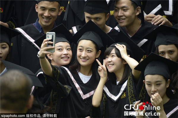 Ghé thăm ngôi trường nhiều trai đẹp gái xinh nhất Trung Quốc mùa tốt nghiệp