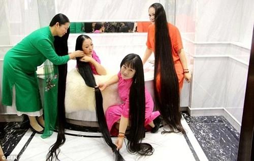 Nuôi tóc dài là một truyền thống cổ xưa của một số dân tộc thiểu số ở Trung Quốc, bao gồm phụ nữ dân tộc Dao.