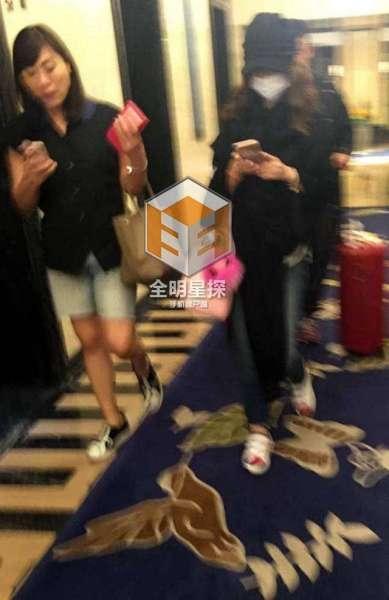 Lâm Tâm Như đã bí mật xuất hiện ở khách sạn Hoắc Kiến Hoa ở vào hôm 18/05. Để tránh bị phát hiện, cô cố tình đeo khẩu trang và đội mũ đen che kín mặt