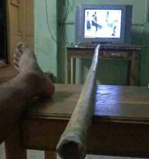 """Chiếc """"remote TV thần thánh"""" một thời dùng được cho mọi loại TV."""