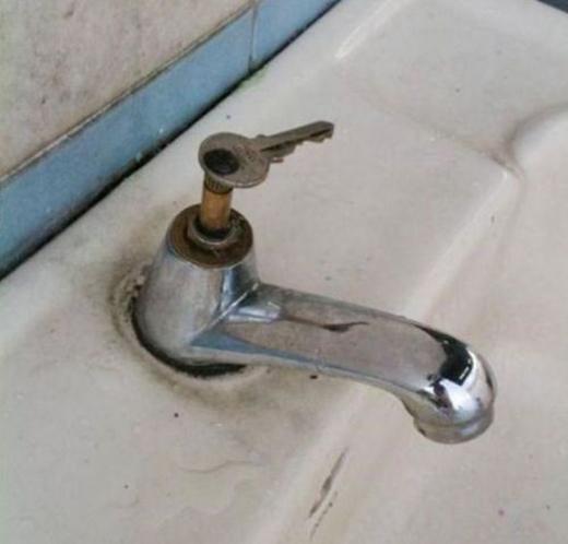 """Cần gạt nước bị hỏng? Đã có """"chìa khóa vạn năng"""" đây."""