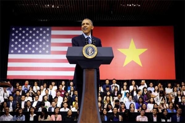 Tổng thống Mỹ Barack Obama tại buổi trao đổi với 600 bạn trẻ YSEALI sáng 25/5. (Ảnh: Internet)