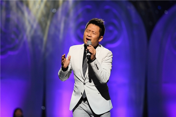 Nam ca sĩ tiết lộ, fan sẽ được trải nghiệm một chương trình thú vị và đầy màu sắc cùng các ca sĩ. - Tin sao Viet - Tin tuc sao Viet - Scandal sao Viet - Tin tuc cua Sao - Tin cua Sao