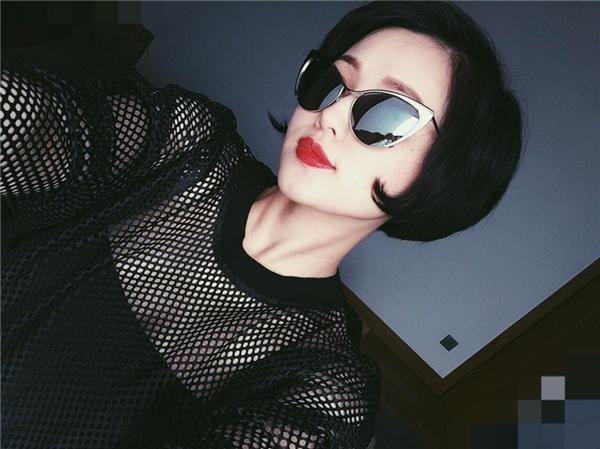 Bên cạnh đó, bà xã Ngọc Thành cũngcó sở thích sưu tầm mắt kính thời trang đằng cấp thế giới. - Tin sao Viet - Tin tuc sao Viet - Scandal sao Viet - Tin tuc cua Sao - Tin cua Sao