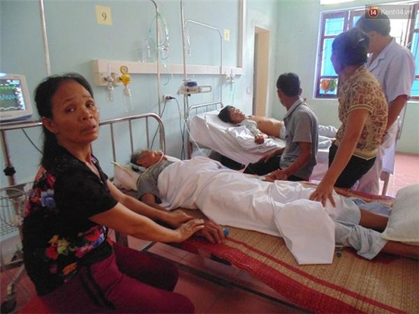 Cả gia đình vẫn đang được các bác sỹ theo dõi tích cực ở bệnh viện - (Ảnh: Lê Vi).