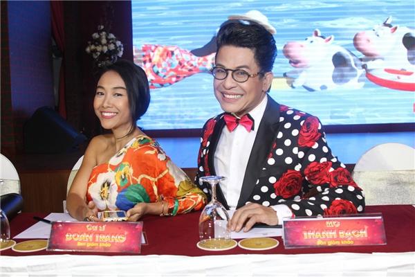 Hai giám khảo Đoan Trang và MC Thanh Bạch rạng rỡ tại họp báo. - Tin sao Viet - Tin tuc sao Viet - Scandal sao Viet - Tin tuc cua Sao - Tin cua Sao
