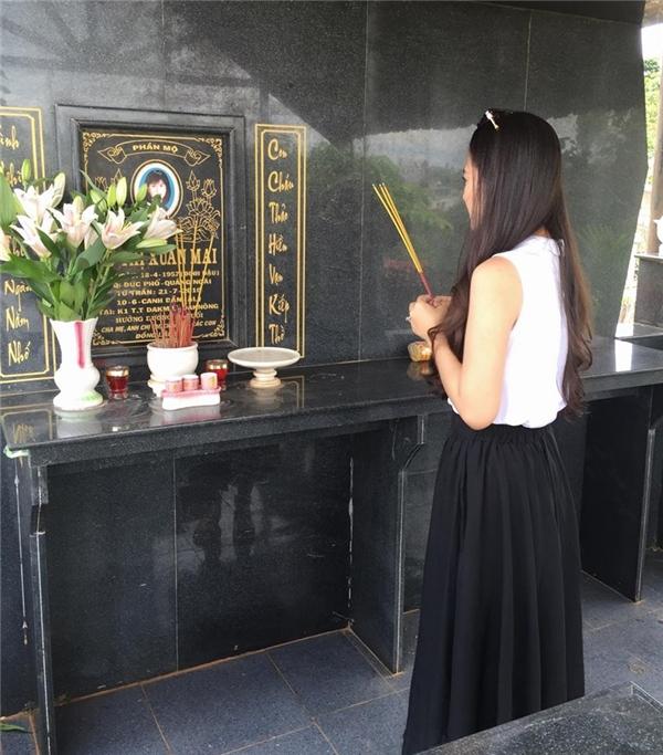 Con dâu tương lai Ngọc Lan thành kính thắp nhang cho mẹ Thanh Bình. - Tin sao Viet - Tin tuc sao Viet - Scandal sao Viet - Tin tuc cua Sao - Tin cua Sao