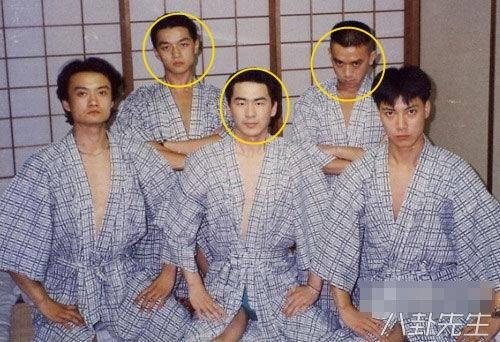 Trần Kiến Bân, Lý Á Bằng và Vương Học Binh đều là bạn chung lớp diễn xuất khóa 90. Cả 3 người này đều cùng chung quê Urumchi thuộc Tân Cương.