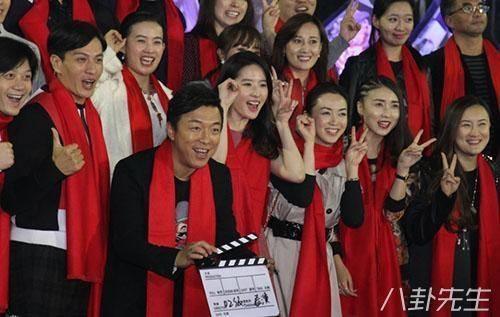 Điều bất ngờ khác là nam diễn viên nổi tiếng Huỳnh Bột cũng là bạn chung lớp với 2 mỹ nhân nổi tiếng này.