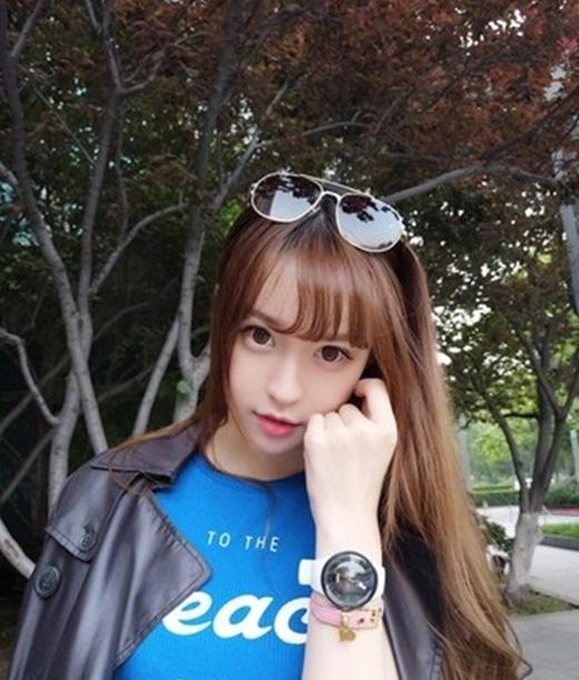 Cô nàng xinh đẹp này hiện đang là gương mặt được yêu thích trên mạng xã hội Trung Quốc.(Ảnh: Internet)