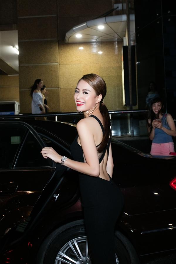 Hoàng Thùy Linh nóng bỏng cùng bộ trang phục mang gam màu đen. - Tin sao Viet - Tin tuc sao Viet - Scandal sao Viet - Tin tuc cua Sao - Tin cua Sao