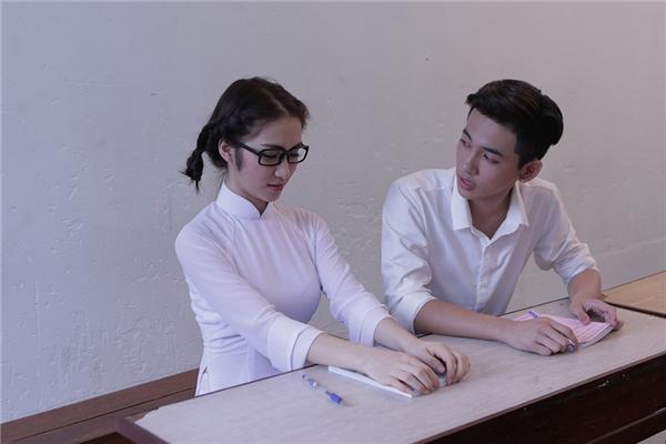 """Bộ phim xoay quanh câu chuyện về tình yêu học trò giữa Hòa Minzy và một cậu bạn. Những câu chuyện thú vị mang đậm chất """"học sinh"""" sẽ được truyền tải đến khán giả thông qua bộ phim. - Tin sao Viet - Tin tuc sao Viet - Scandal sao Viet - Tin tuc cua Sao - Tin cua Sao"""