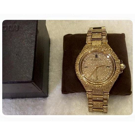 Chiếc đồng hồ vàng lấp lánh có đính kim cươngđược Tâm Tít thường sử dụng gần chạm mốc 100 trăm triệu đồng. - Tin sao Viet - Tin tuc sao Viet - Scandal sao Viet - Tin tuc cua Sao - Tin cua Sao