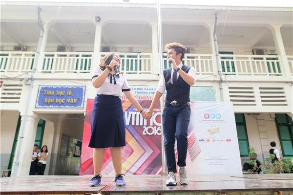 Màn song ca cực chất của bạn Minh Anh (lớp 11D5 – THPT Lê Quý Đôn) và ca sĩ Minh Xù.
