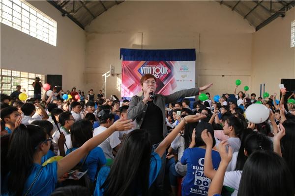 Teen THPT Bình An (Bình Dương) cực sung cùng Sỹ Luân.