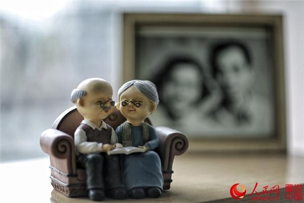 Câu chuyện rơi nước mắt về tình yêu của cụ ông 99 tuổi với vợ