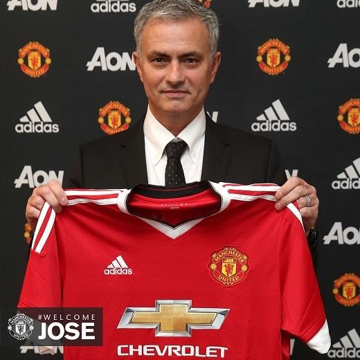 HLV Mourinho đã chính thức kí hợp đồng với Manchester United.
