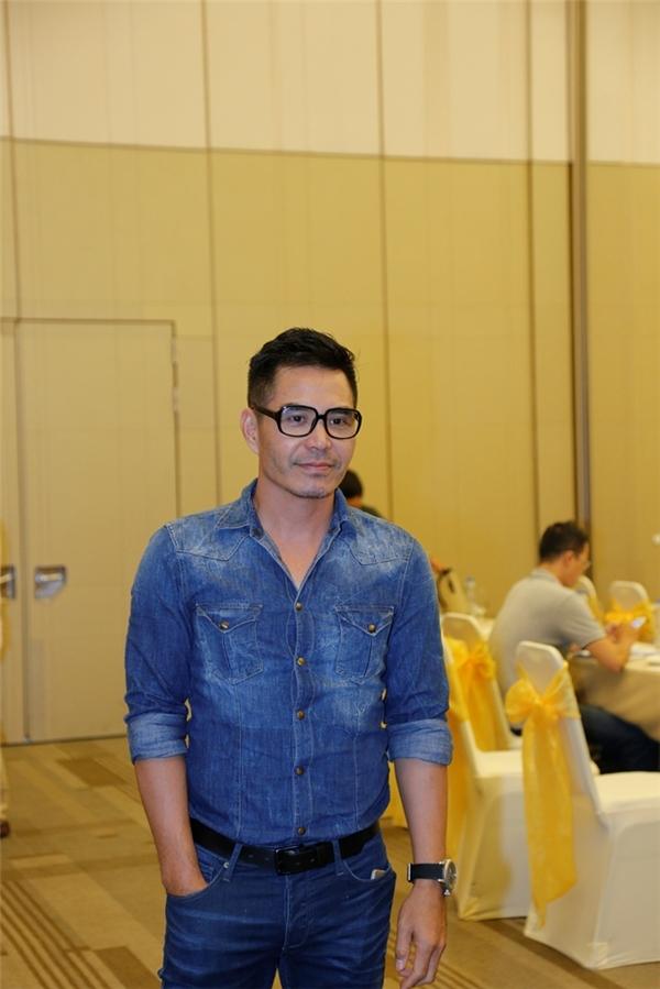 """Trung Dũng """"chuẩn men"""" trong bộ trang phục jean đến tham dự sự kiện. - Tin sao Viet - Tin tuc sao Viet - Scandal sao Viet - Tin tuc cua Sao - Tin cua Sao"""