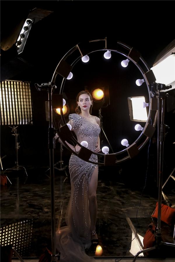 Với vai trò ca sĩ hay người mẫu ảnh, người mẫu quảng cáo, Hồ Ngọc Hà luôn có sức hút đặc biệt khó thể rời mắt.