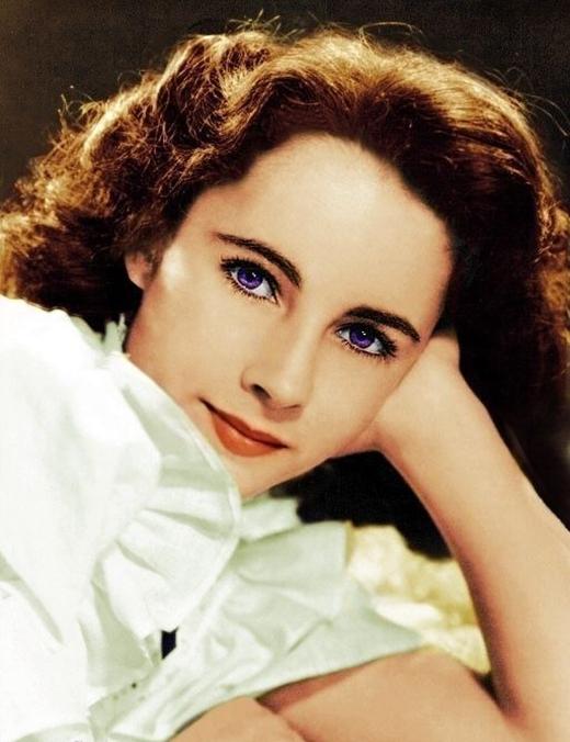Nhiều người tin rằng huyền thoại Elizabeth Taylor là người có đôi mắt tím.