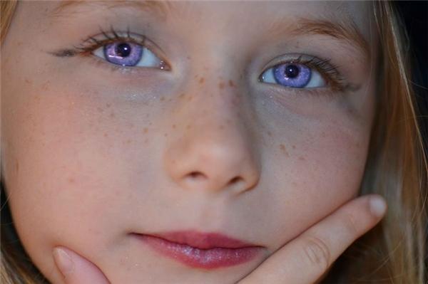 Những ưu điểm mà đôi mắt tím mang lại quá phi thực tế.