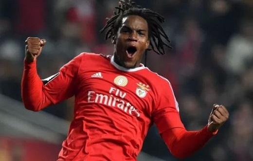 3. Renato Sanches (Bồ Đào Nha): Bayern có lí do để chi 35 triệu euro mua Sanches từ Benfica. Cầu thủ mới 18 tuổi này cũng như Dele Alli, rất toàn diện, đa năng nhờ sức mạnh, kĩ thuật, tốc độ, khả năng dứt điểm tuyệt vời.