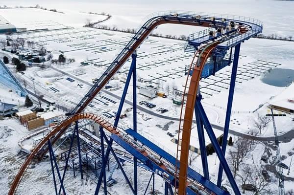 Tàu lượn Valravn nằm trong công viên giải trí Cedar Point ở Sandusky, Ohio, Mỹ nắm giữ một loạt kỉlục thế giới bao gồm: tàu lượn cao nhất (68m), nhanh nhất (121 km/h), dài nhất (1.041 m), nhiều đoạn lộn ngược nhất (ba đoạn), đoạn rơi tự do dài nhất (65m) và đoạn lộn ngược cao nhất (50m).