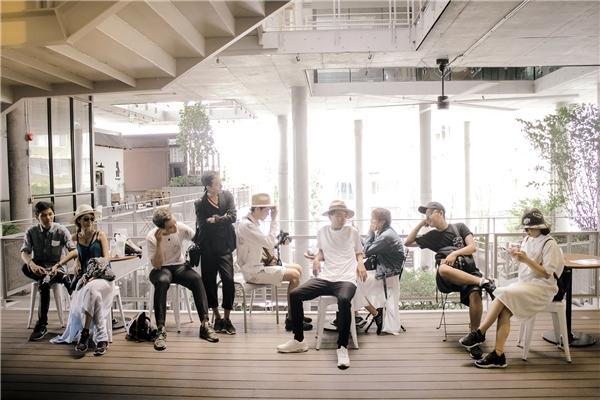 """Bộ ảnh của nhóm bạn trẻ Sài Gòn đang """"gây bão"""" trên mạng xã hội.(Ảnh: NVCC)"""