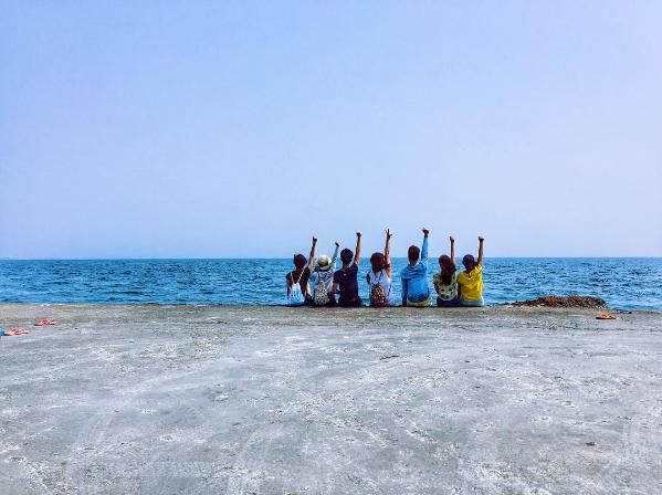 Bức ảnh chụp tại biển từ sau lưng của bạnLyle.(Ảnh: Internet)
