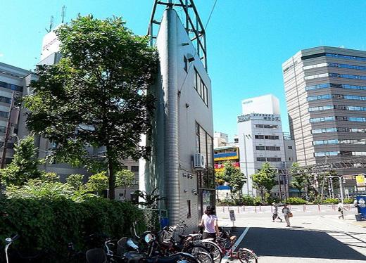 """Để tiết kiệm chi phí sống, nhiều người Nhật đã chấp nhận sống trong những toà nhà """"siêu mỏng"""" này. (Ảnh: Internet)"""