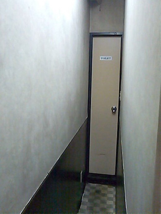 """Đến cả nhà vệ sinh cũng """"siêu mỏng"""". (Ảnh: Internet)"""