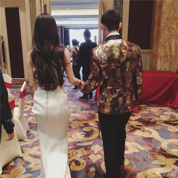 Phát hờn với bộ ảnh mừng 1 năm làm vợ chồng của Huỳnh Hiểu Minh - Baby