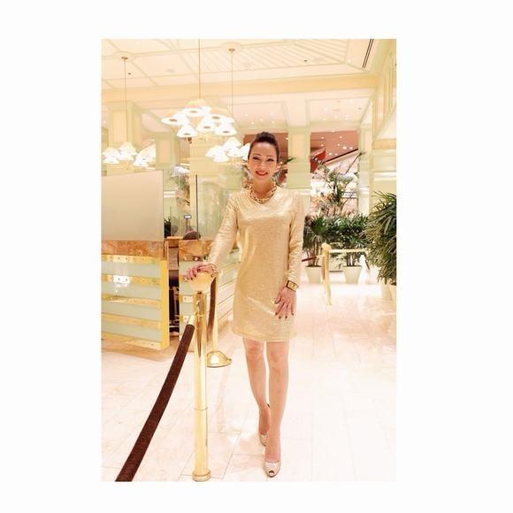 """Mẹ Lý Quí Khánh là một trong những phu nhân xinh đẹp và thời thượng nhất Việt Nam với vẻ đẹp yêu kiều sang trọng. Không những xinh đẹp mà bà còn sở hữu thân hình """"nuột nà"""" với ba vòng hoàn hảo. - Tin sao Viet - Tin tuc sao Viet - Scandal sao Viet - Tin tuc cua Sao - Tin cua Sao"""