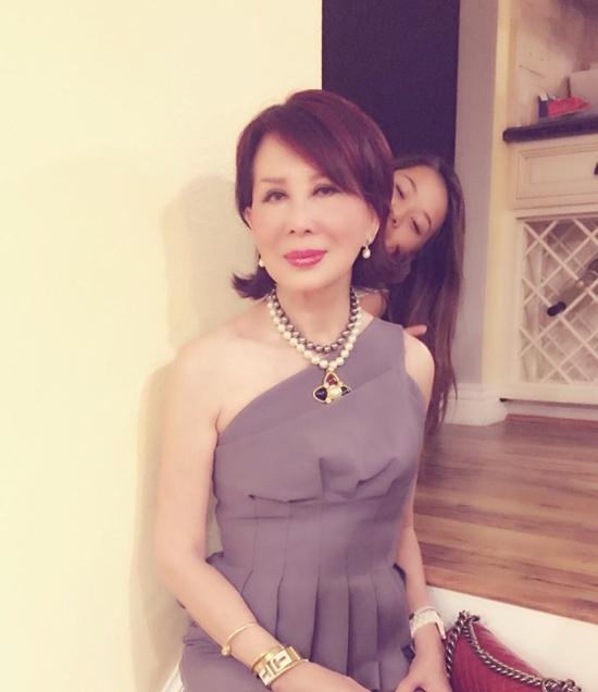 Ở tuổi 75, bà Đặng Tuyết Mai trông chẳng khác nào chị gái của Kỳ Duyên. - Tin sao Viet - Tin tuc sao Viet - Scandal sao Viet - Tin tuc cua Sao - Tin cua Sao