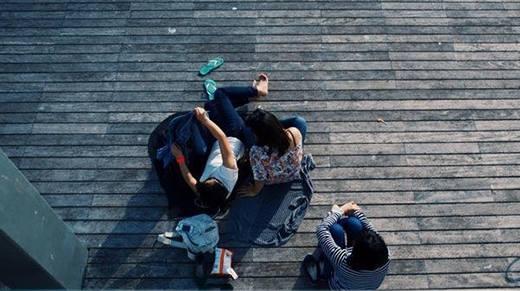 Tại sao bạn bè càng lớn càng xa nhau?
