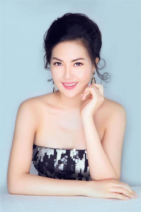 Cô tạo nên cú back-to-back (chiến thắng liên tiếp) cho Việt Nam tại đấu trường nhan sắc này bởi vào mùa giải trước, người đẹp Vũ Trần Triều Thu đã được xướng tên cho ngôi vị cao nhất.