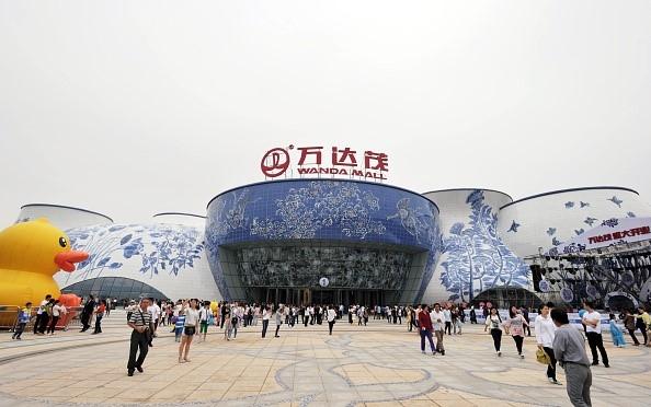 """Chi phí xây dựng công viên giải trí Wanda City lên tới 3,4 tỷ USD. Ông Wang Jianlin, tỉphú giàu nhất Trung Quốc kiêm nhà sáng lập tập đoàn Wanda, nhấn mạnh: """"Chúng tôi muốn trở thành hình mẫu để làm nổi bật ảnh hưởng của Trung Quốc trong lĩnh vực văn hóa"""". Ông Wang cũng nói về """"cuộc xâm lăng"""" của văn hóa nước ngoài vào Trung Quốc."""