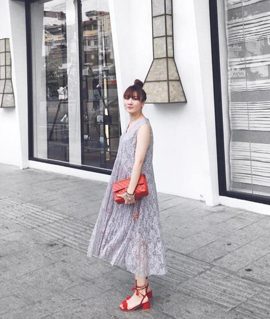 Phong cách thời trang đường phố của Yến Trang, Yến Nhi luôn khiến các cô gái thích thú bởi sự độc đáo, mới mẻ. Dù diện những tông màu trầm, trung tính nhưng cả hai lại vô cùng thu hút với thiết kế, chi tiết độc đáo.