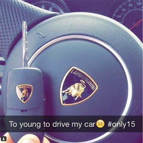 Mị còn nhỏ, Mị không được lái xe.