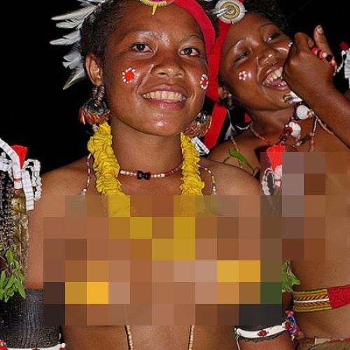 Hình ảnh các thiếu nữ của bộ tộcTrobrianders ở vùng Papua ở độ tuổi trưởng thành. (Ảnh: Internet)
