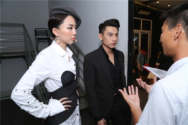 Tóc Tiên và Isaac bàn bạc kịch bản cùng BTC - Tin sao Viet - Tin tuc sao Viet - Scandal sao Viet - Tin tuc cua Sao - Tin cua Sao