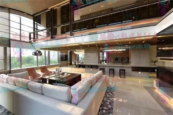 Căn nhà với diện tích lớn, nội thất trang trí sang trọng và trang nhã