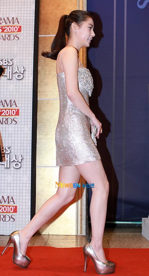 Gây sốc không kém Lee Hyori là cô bạn gái bốc lửa của Taeyang (Big Bang) – Min Hyo Rin. Người đẹp này cũng sở hữu số đo vòng 3 khiêm tốn.