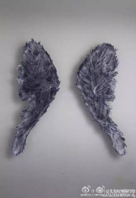 """Tác phẩm """"Đôi cánh thiên thần"""" khi còn nguyên vẹn. (Ảnh: Shanghaiist)"""