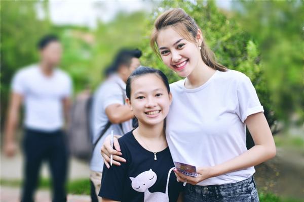 Hiện tại,Linh Chi đangtham gia một vai khá lớn trong bộ phim điện ảnhGăng Tay Đỏ. - Tin sao Viet - Tin tuc sao Viet - Scandal sao Viet - Tin tuc cua Sao - Tin cua Sao