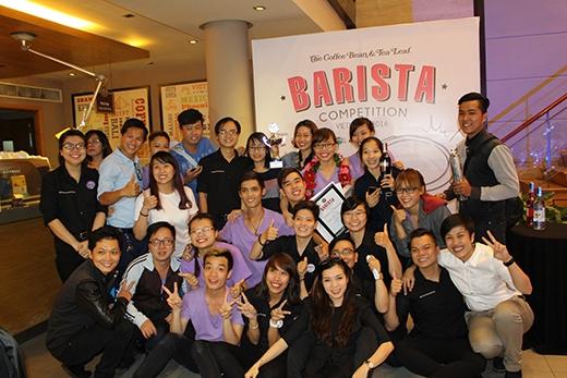 Toàn thể nhân viên chụp hình lưu niệm chúc mừng cuộc thi kết thúc thành công tốt đẹp.